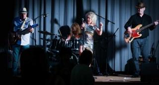 tiny tina rock and blues band at amershams got talent